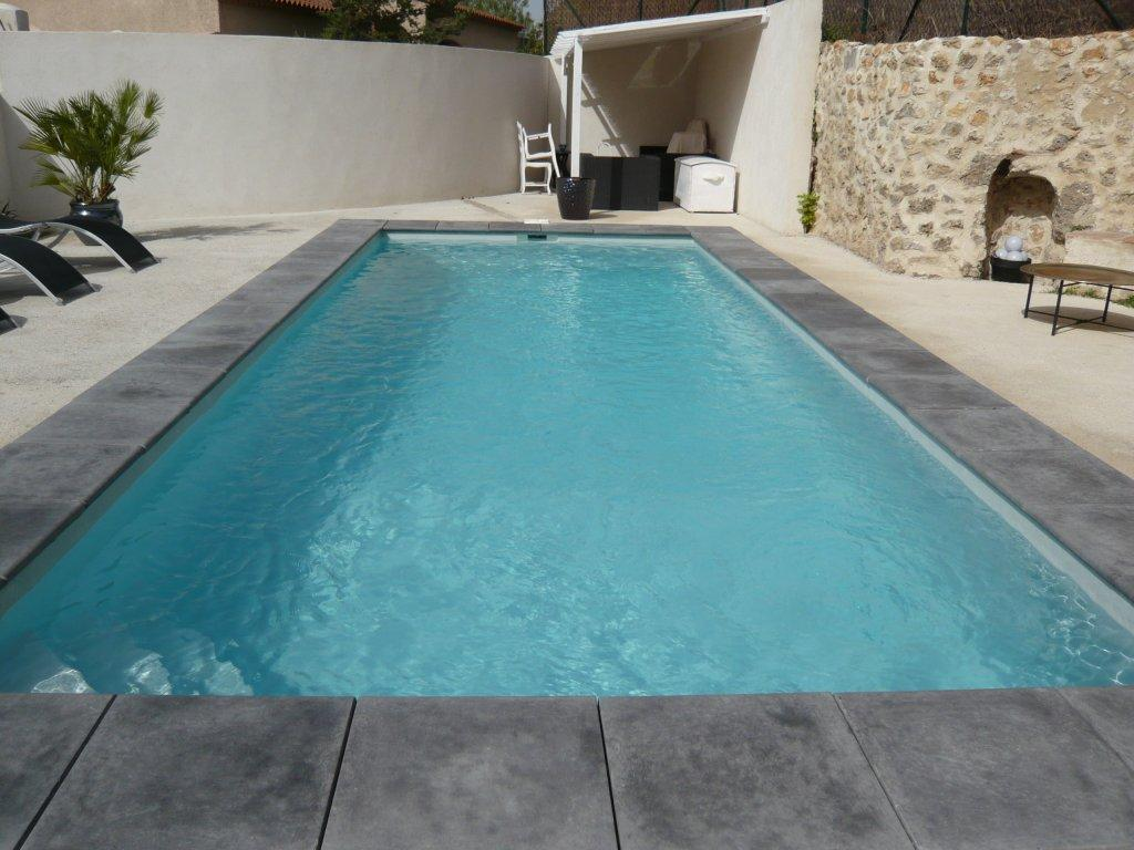 Piscines en eau for Piscine fond beige